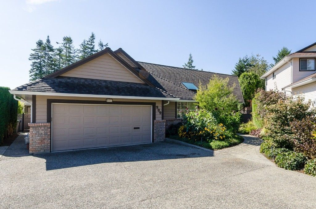 Main Photo: 909 164A Street in Surrey: King George Corridor House for sale (South Surrey White Rock)  : MLS®# R2002235