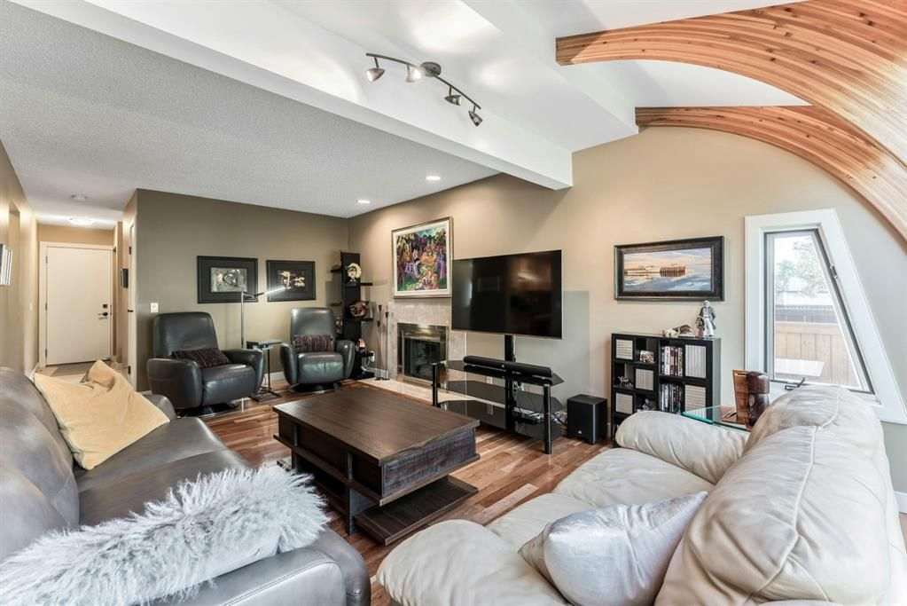 Photo 17: Photos: 84 WOODBROOK Close SW in Calgary: Woodbine Detached for sale : MLS®# A1037845