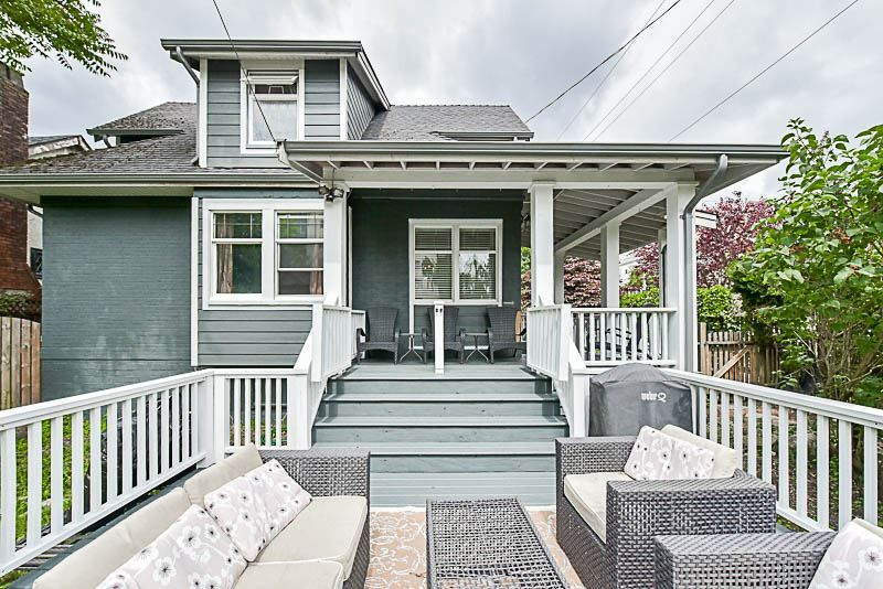 "Main Photo: 202 SEVENTH Street in New Westminster: Uptown NW House for sale in ""BROW OF THE HILL"" : MLS®# R2177046"