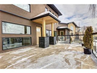 Photo 3: 31 HIGHWOOD Place NW in Calgary: Highwood Residential Detached Single Family for sale : MLS®# C3639703