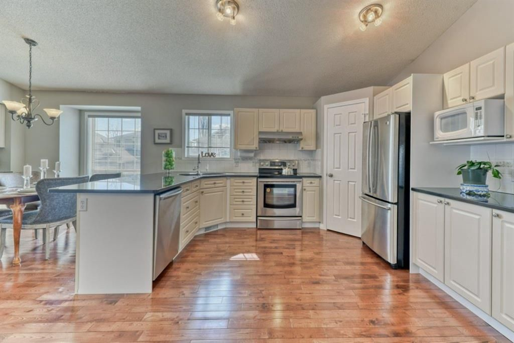 Photo 5: Photos: 245 Citadel Crest Park NW in Calgary: Citadel Detached for sale : MLS®# A1088595