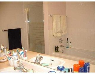 """Photo 7: 406 74 RICHMOND ST in New Westminster: Fraserview NW Condo for sale in """"Governors Court Apartments"""" : MLS®# V573054"""