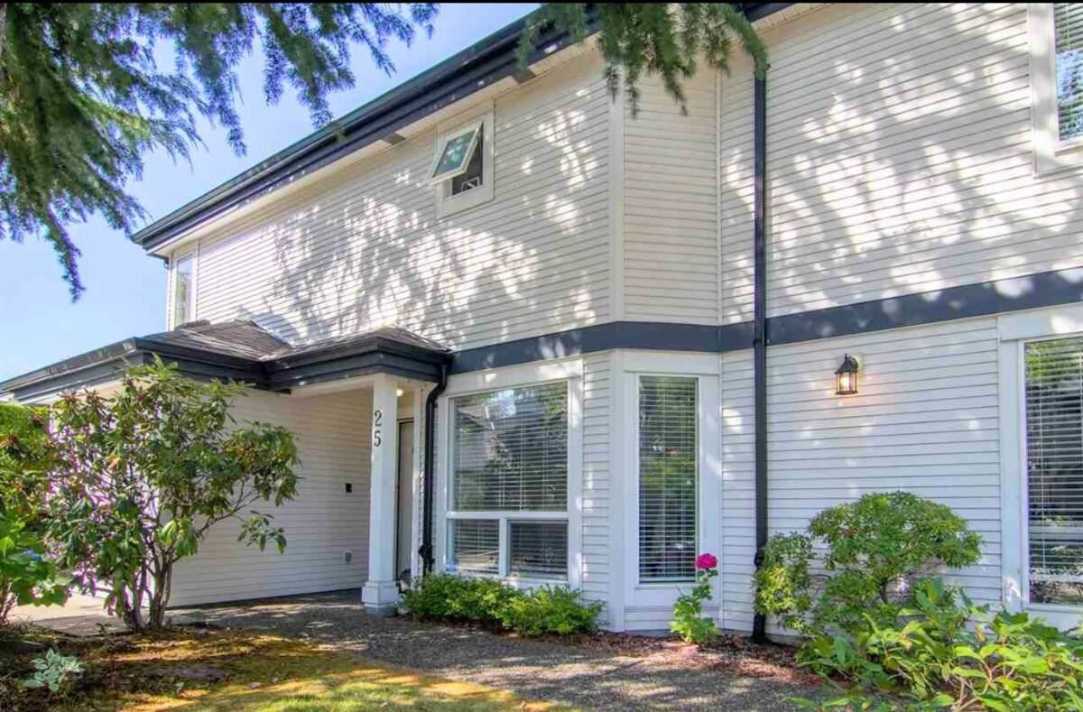 Main Photo: 25 4748 54A STREET in Delta: Delta Manor Townhouse for sale (Ladner)  : MLS®# R2617992