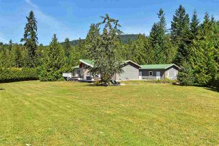 Photo 2: 9460 BARR Street in Mission: Mission BC House for sale : MLS®# R2491559