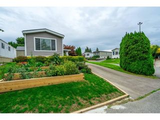 """Photo 5: 31 2035 MARTENS Street in Abbotsford: Abbotsford West Manufactured Home for sale in """"Maplewood Estates"""" : MLS®# R2624613"""