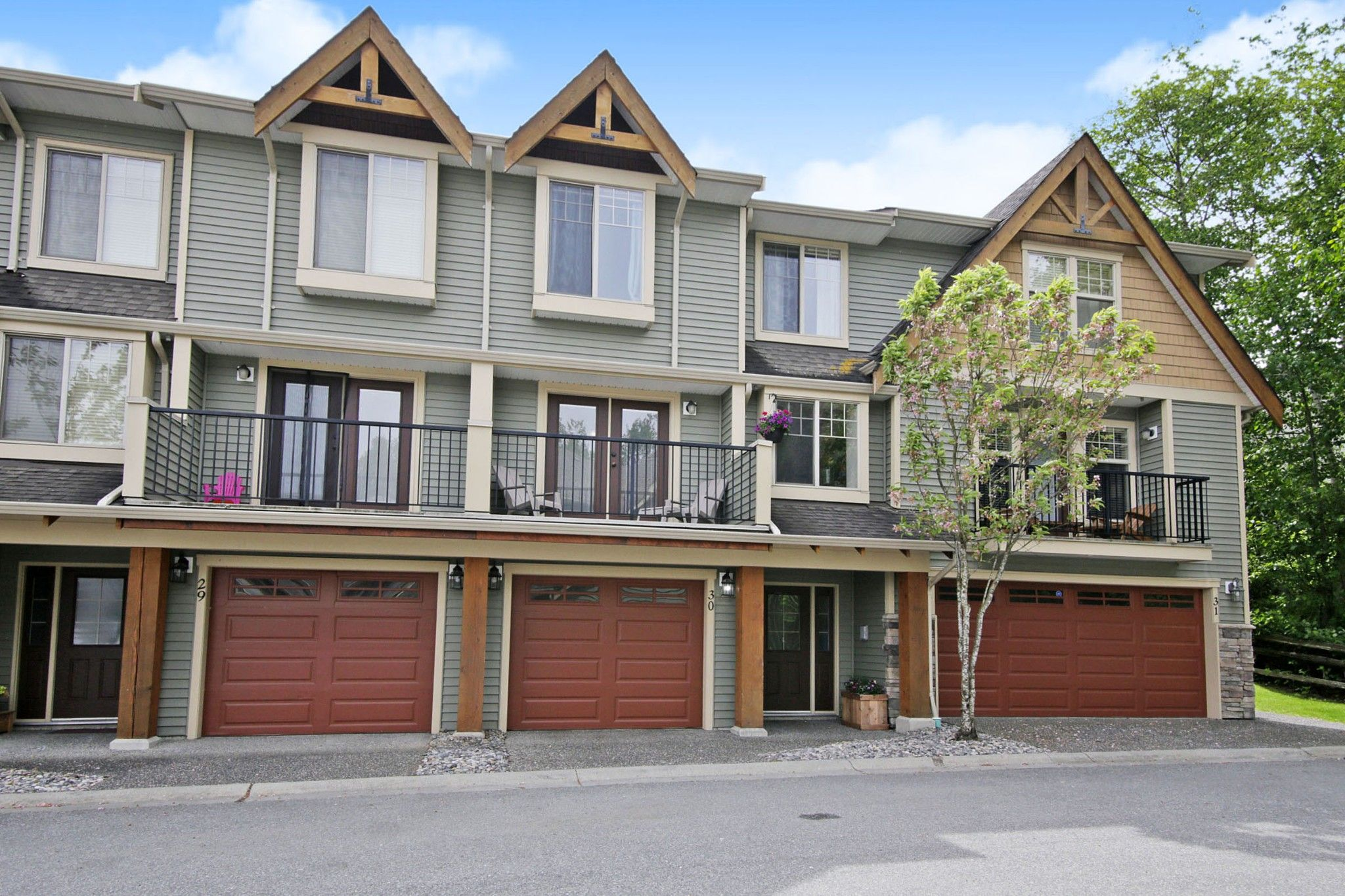 """Main Photo: 30 46840 RUSSELL Road in Chilliwack: Promontory Townhouse for sale in """"TIMBER RIDGE"""" (Sardis)  : MLS®# R2577468"""