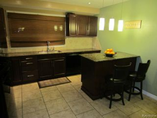 Photo 2: 389 Hartford Avenue in WINNIPEG: West Kildonan / Garden City Residential for sale (North West Winnipeg)  : MLS®# 1406906