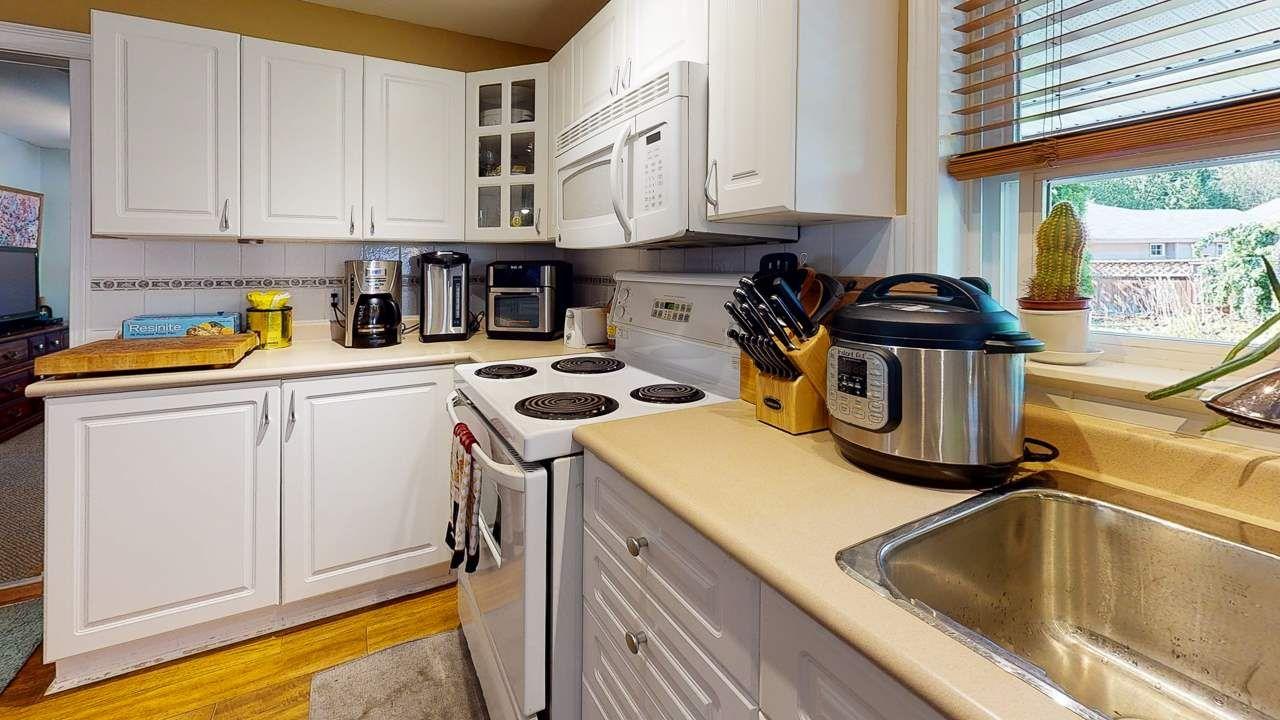 Photo 2: Photos: 5682 CASCADE Crescent in Sechelt: Sechelt District House for sale (Sunshine Coast)  : MLS®# R2488807