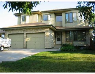 Photo 1: 164 HILLMARTIN Drive in WINNIPEG: Fort Garry / Whyte Ridge / St Norbert Residential for sale (South Winnipeg)  : MLS®# 2815208