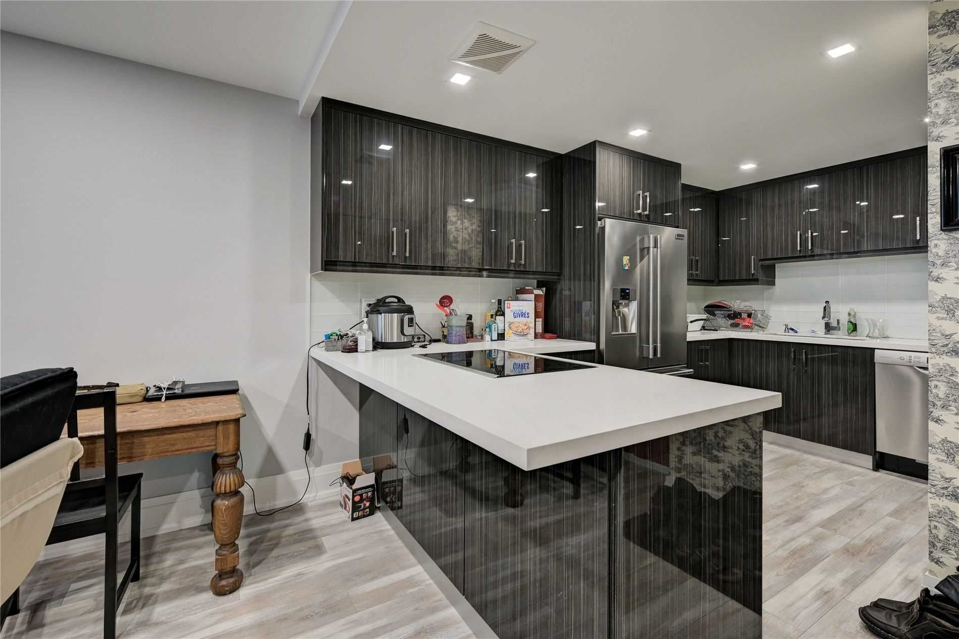Main Photo: 301 60 Montclair Avenue in Toronto: Forest Hill South Condo for sale (Toronto C03)  : MLS®# C5103650