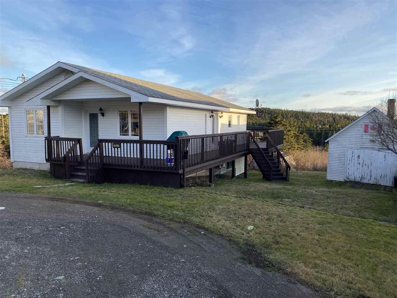 Photo 2: Photos: 7327 Main Street in Louisbourg: 206-Louisbourg Residential for sale (Cape Breton)  : MLS®# 202025505