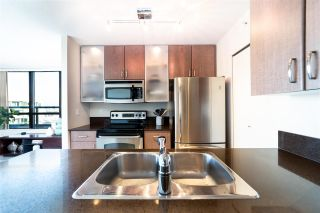 """Photo 8: 2802 909 MAINLAND Street in Vancouver: Yaletown Condo for sale in """"Yaletown Park II"""" (Vancouver West)  : MLS®# R2505728"""