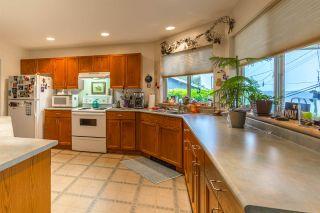 "Photo 2: 5462 MASON Road in Sechelt: Sechelt District House for sale in ""WEST SECHELT"" (Sunshine Coast)  : MLS®# R2174374"