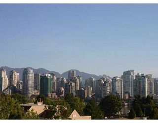 """Photo 1: 2231 OAK Street in Vancouver: Fairview VW Townhouse for sale in """"SIXTH ESTATE"""" (Vancouver West)  : MLS®# V623079"""