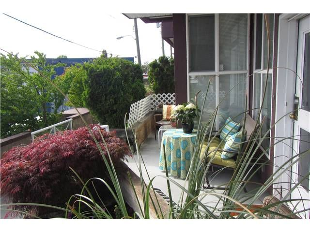 """Photo 1: Photos: 739 E 17TH Avenue in Vancouver: Fraser VE Townhouse for sale in """"KINGSGATE MANOR"""" (Vancouver East)  : MLS®# V1064466"""