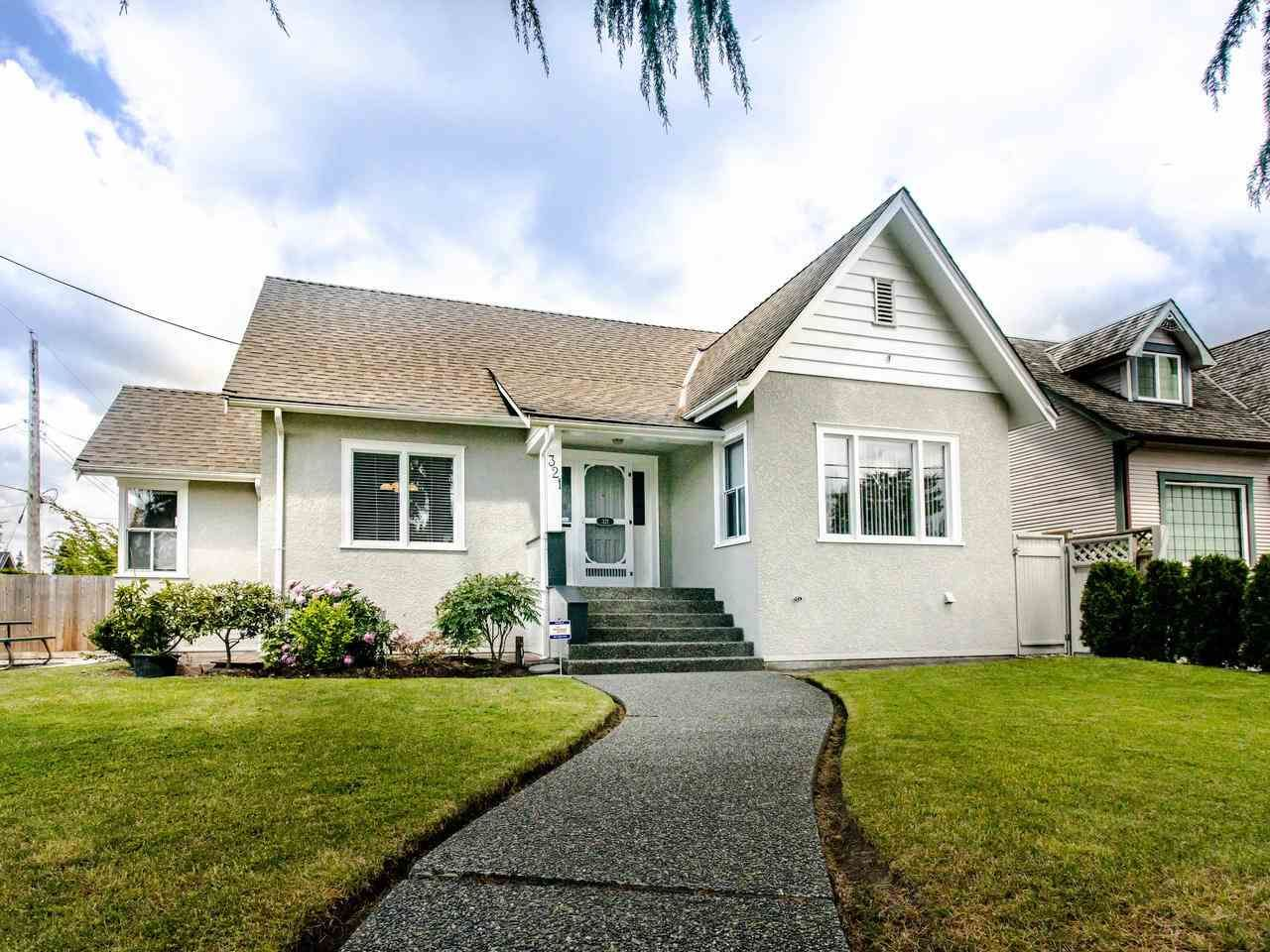 Main Photo: 321 SIXTH Avenue in New Westminster: GlenBrooke North House for sale : MLS®# R2462118