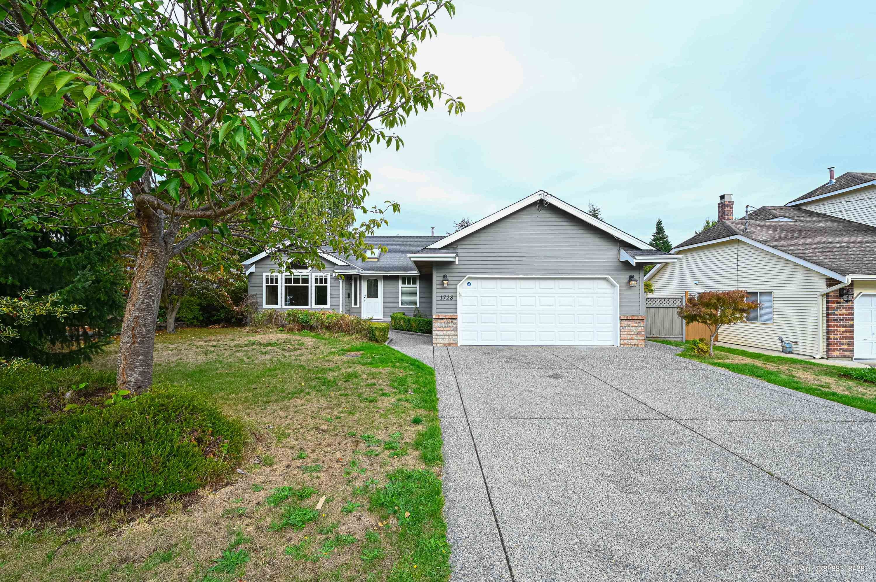 Main Photo: 1728 130 Street in Surrey: Crescent Bch Ocean Pk. House for sale (South Surrey White Rock)  : MLS®# R2618602