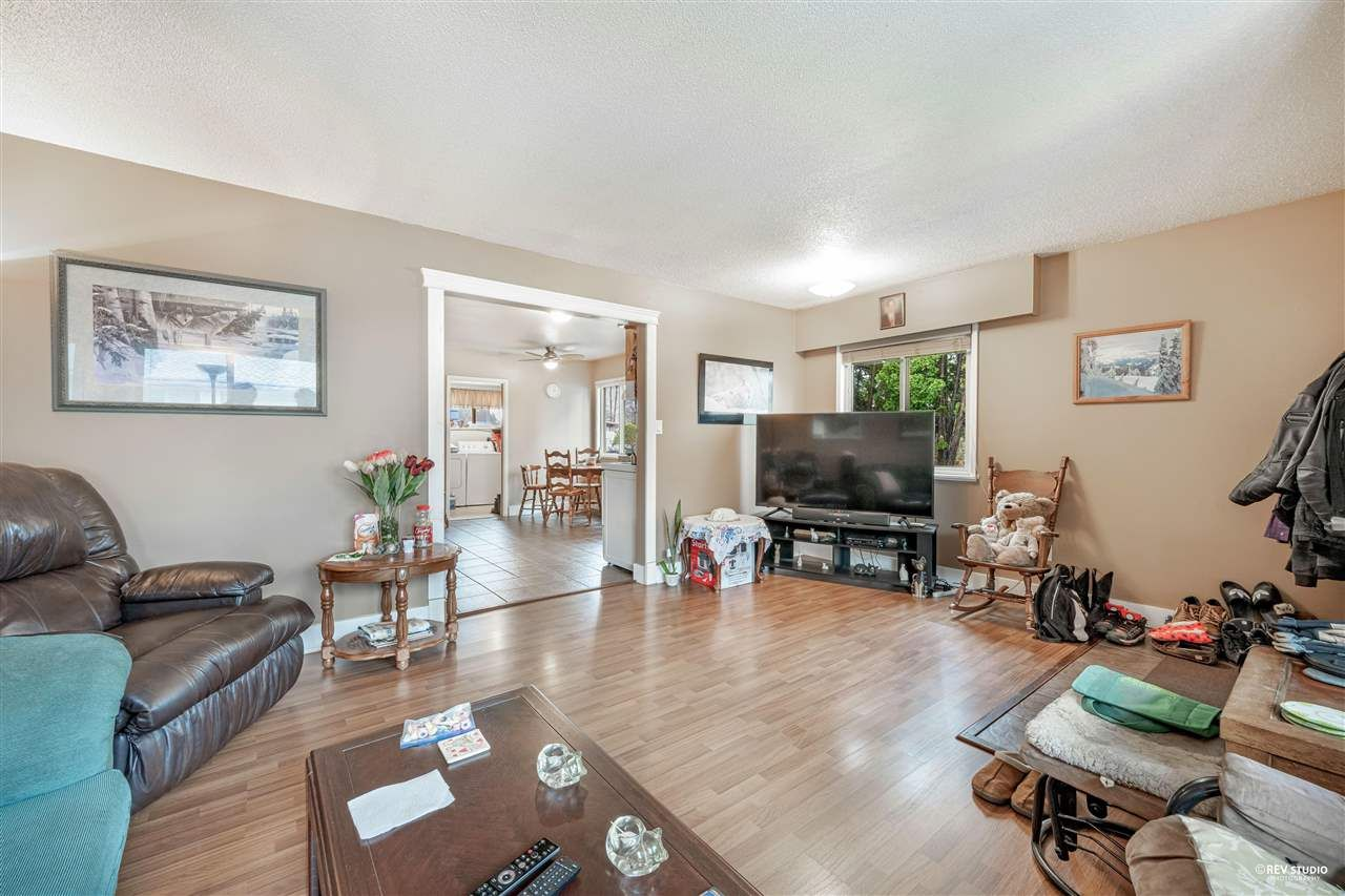 Main Photo: 1663 - 1665 ANGELO Avenue in Port Coquitlam: Glenwood PQ House for sale : MLS®# R2592010