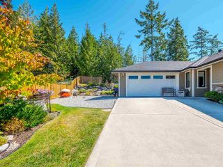 """Photo 4: 5557 PEREGRINE Crescent in Sechelt: Sechelt District House for sale in """"SilverStone Heights"""" (Sunshine Coast)  : MLS®# R2492023"""