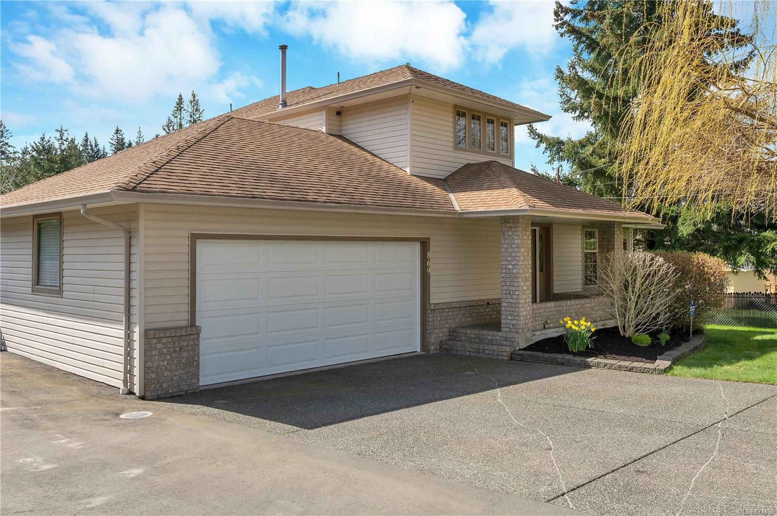 Main Photo: 869 Nicholls Rd in : CR Campbell River Central House for sale (Campbell River)  : MLS®# 871895