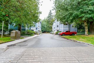 """Photo 3: 9140 RIDGEMOOR Place in Burnaby: Forest Hills BN Townhouse for sale in """"MOUNTAIN GATE"""" (Burnaby North)  : MLS®# R2611522"""