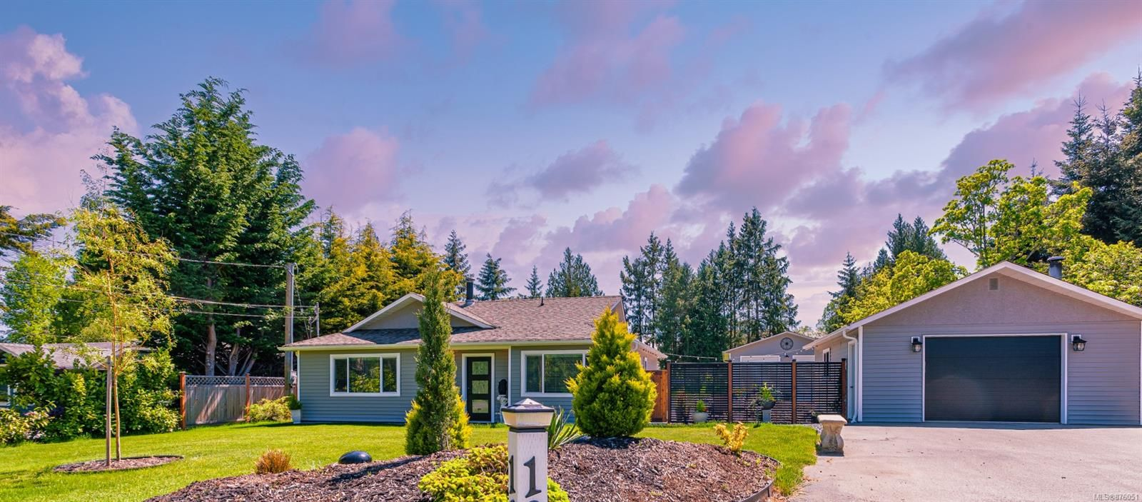 Main Photo: 1228 Sunrise Dr in : PQ French Creek House for sale (Parksville/Qualicum)  : MLS®# 876051