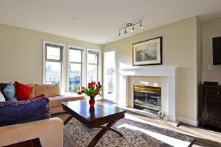 Photo 2: 403 15340 19A Avenue in Surrey: King George Corridor Condo for sale (South Surrey White Rock)  : MLS®# R2353532