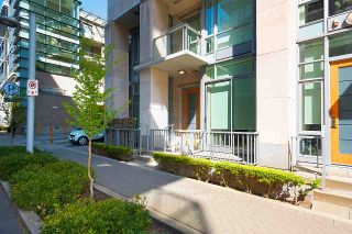 """Photo 2: 11 WALTER HARDWICK Avenue in Vancouver: False Creek Townhouse for sale in """"Kayak"""" (Vancouver West)  : MLS®# R2571642"""