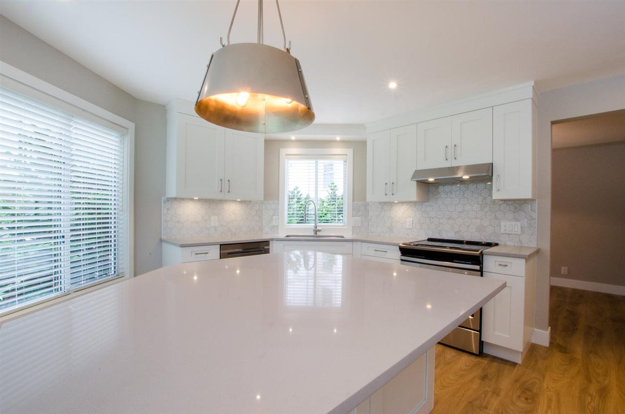"""Photo 3: Photos: 104 1327 BEST Street: White Rock Condo for sale in """"Chestnut Manor"""" (South Surrey White Rock)  : MLS®# R2339263"""