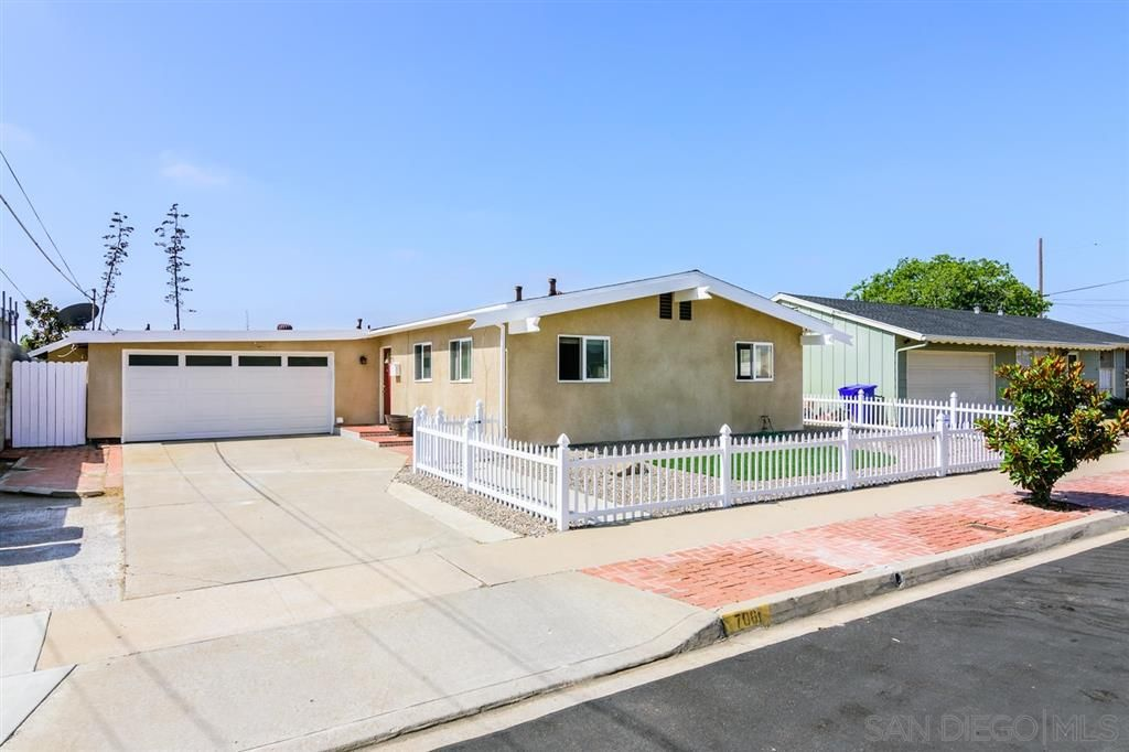 Main Photo: CLAIREMONT House for sale : 3 bedrooms : 7061 Arillo St in San Diego