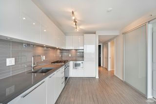 """Photo 1: 903 6658 DOW Avenue in Burnaby: Metrotown Condo for sale in """"MODA BY POLYGON"""" (Burnaby South)  : MLS®# R2613181"""