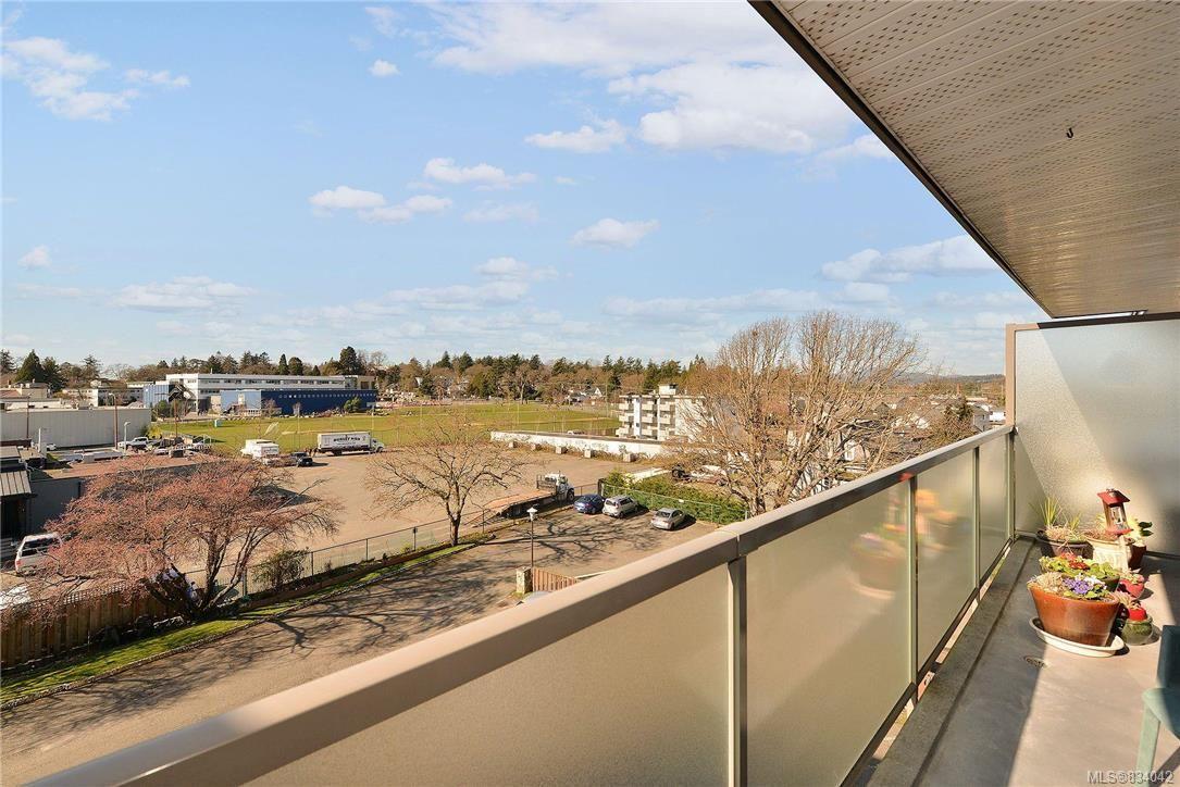 Main Photo: 305 848 Esquimalt Rd in Esquimalt: Es Old Esquimalt Condo for sale : MLS®# 834042