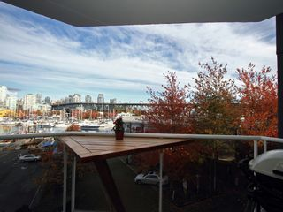 """Photo 20: 404 1510 W 1ST Avenue in Vancouver: False Creek Condo for sale in """"MARINERS POINT"""" (Vancouver West)  : MLS®# V919317"""