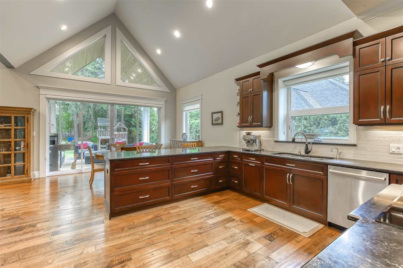 """Photo 19: Photos: 2732 NORTHCREST Drive in Surrey: Sunnyside Park Surrey House for sale in """"Woodshire Park"""" (South Surrey White Rock)  : MLS®# R2543125"""