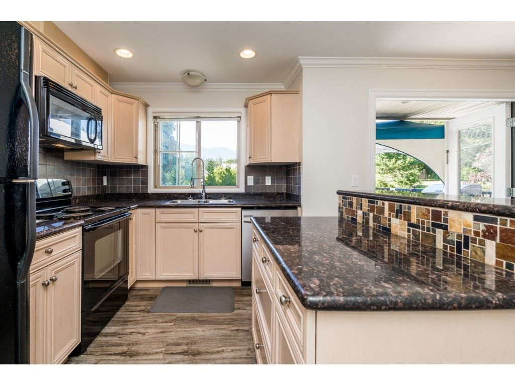 """Photo 8: Photos: 27 6450 BLACKWOOD Lane in Chilliwack: Sardis West Vedder Rd Townhouse for sale in """"The Maples"""" (Sardis)  : MLS®# R2480574"""