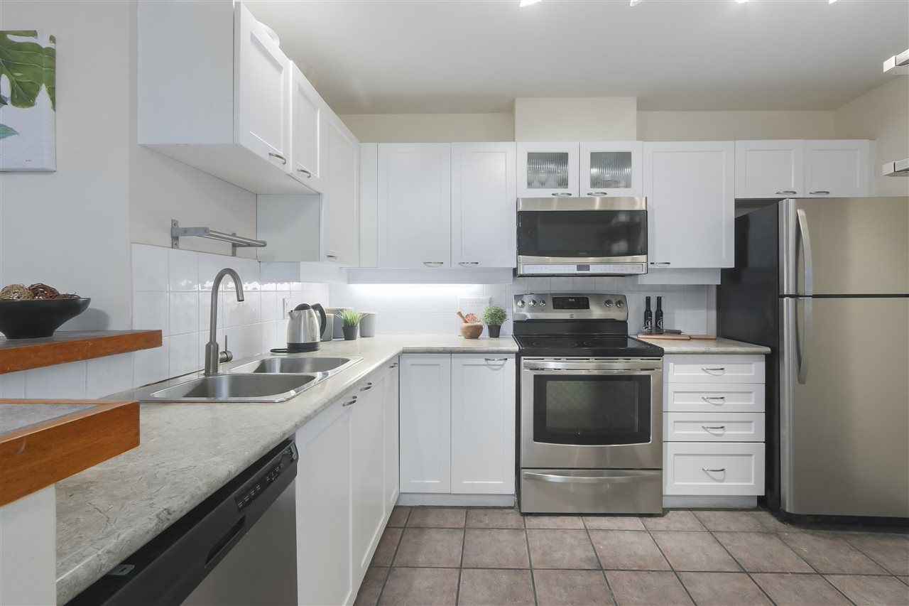 """Photo 6: Photos: 103 657 W 7TH Avenue in Vancouver: Fairview VW Townhouse for sale in """"THE IVYS"""" (Vancouver West)  : MLS®# R2348649"""
