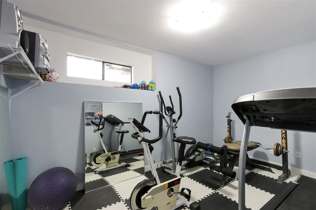 """Photo 24: Photos: 4727 MOUNTAIN Highway in North Vancouver: Lynn Valley House for sale in """"Upper Lynn"""" : MLS®# R2491401"""