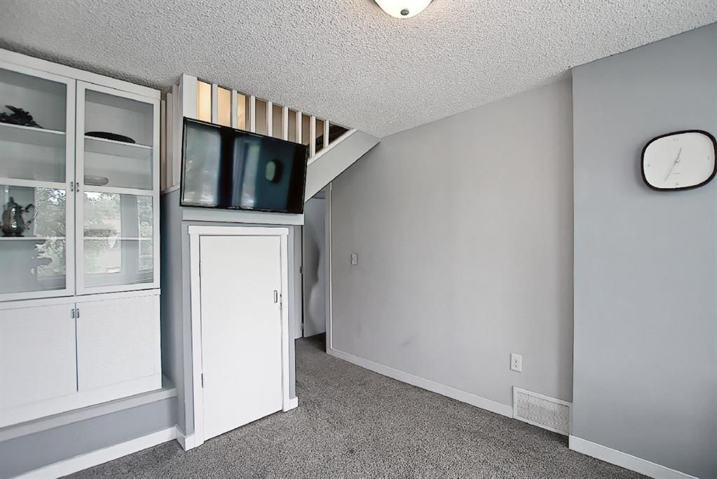 Photo 8: Photos: 2122 5 Street SW in Calgary: Cliff Bungalow Detached for sale : MLS®# A1115201
