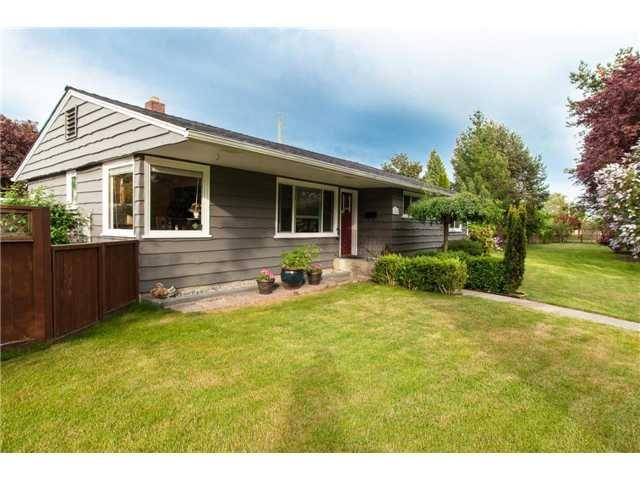 "Main Photo: 1282 GILLESPIE Road in Tsawwassen: Beach Grove House for sale in ""BEACH GROVE"" : MLS®# V1050238"