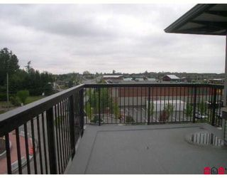 Photo 8: 403 6815 188TH Street in Surrey: Clayton Condo for sale (Cloverdale)  : MLS®# F2816368