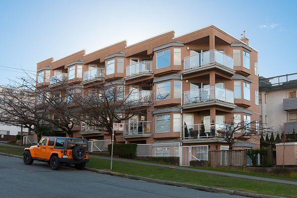 """Main Photo: # 103 2006 W 2ND AV in Vancouver: Kitsilano Townhouse for sale in """"MAPLE PARK WEST"""" (Vancouver West)  : MLS®# V1047469"""