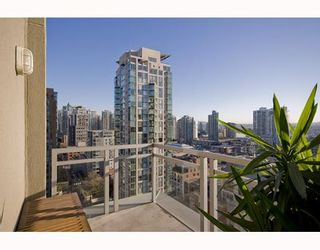 """Photo 5: 1807 1238 RICHARDS Street in Vancouver: Downtown VW Condo for sale in """"METROPOLIS"""" (Vancouver West)  : MLS®# V799758"""