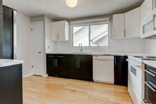 Photo 3: 450 19 Avenue NW in Calgary: Mount Pleasant Semi Detached for sale : MLS®# A1036618