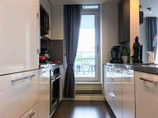 """Photo 7: 303 3093 WINDSOR Gate in Coquitlam: New Horizons Condo for sale in """"THE WINSOR"""" : MLS®# R2159357"""