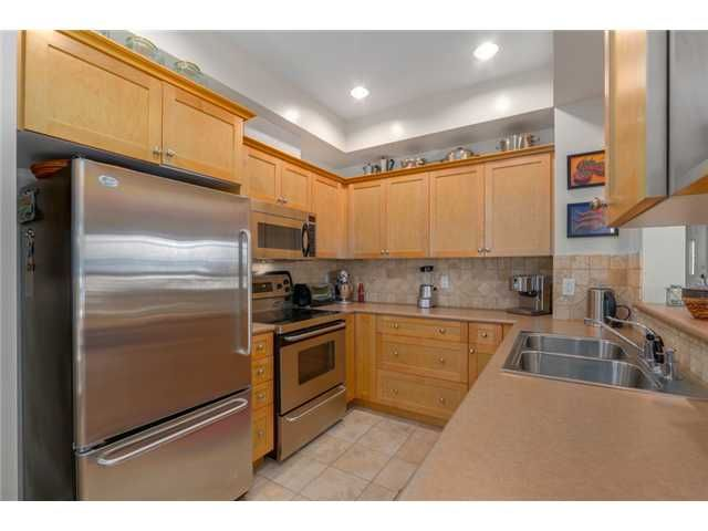 """Photo 6: Photos: 25 2688 MOUNTAIN Highway in North Vancouver: Westlynn Townhouse for sale in """"CRAFTSMAN ESTATES"""" : MLS®# V1073311"""