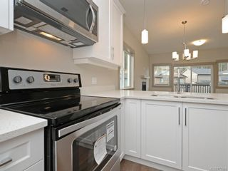 Photo 8: 17 Massey Pl in View Royal: VR Six Mile Row/Townhouse for sale : MLS®# 777583