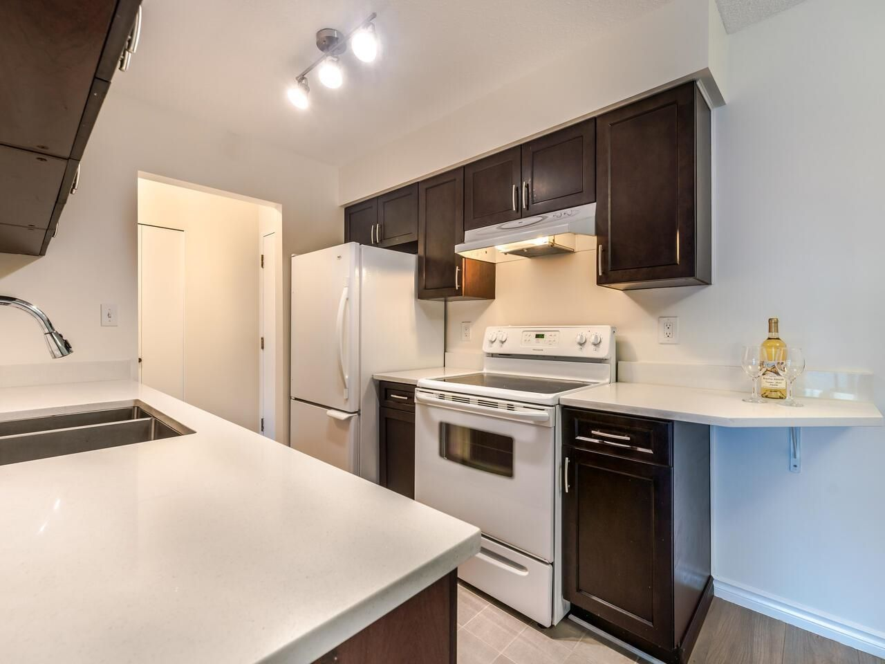 """Main Photo: 206 4373 HALIFAX Street in Burnaby: Brentwood Park Condo for sale in """"BRENT GARDENS"""" (Burnaby North)  : MLS®# R2622394"""
