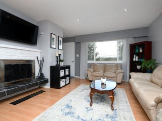 Photo 3: 4123 Holland Ave in : SW Strawberry Vale House for sale (Saanich West)  : MLS®# 866922