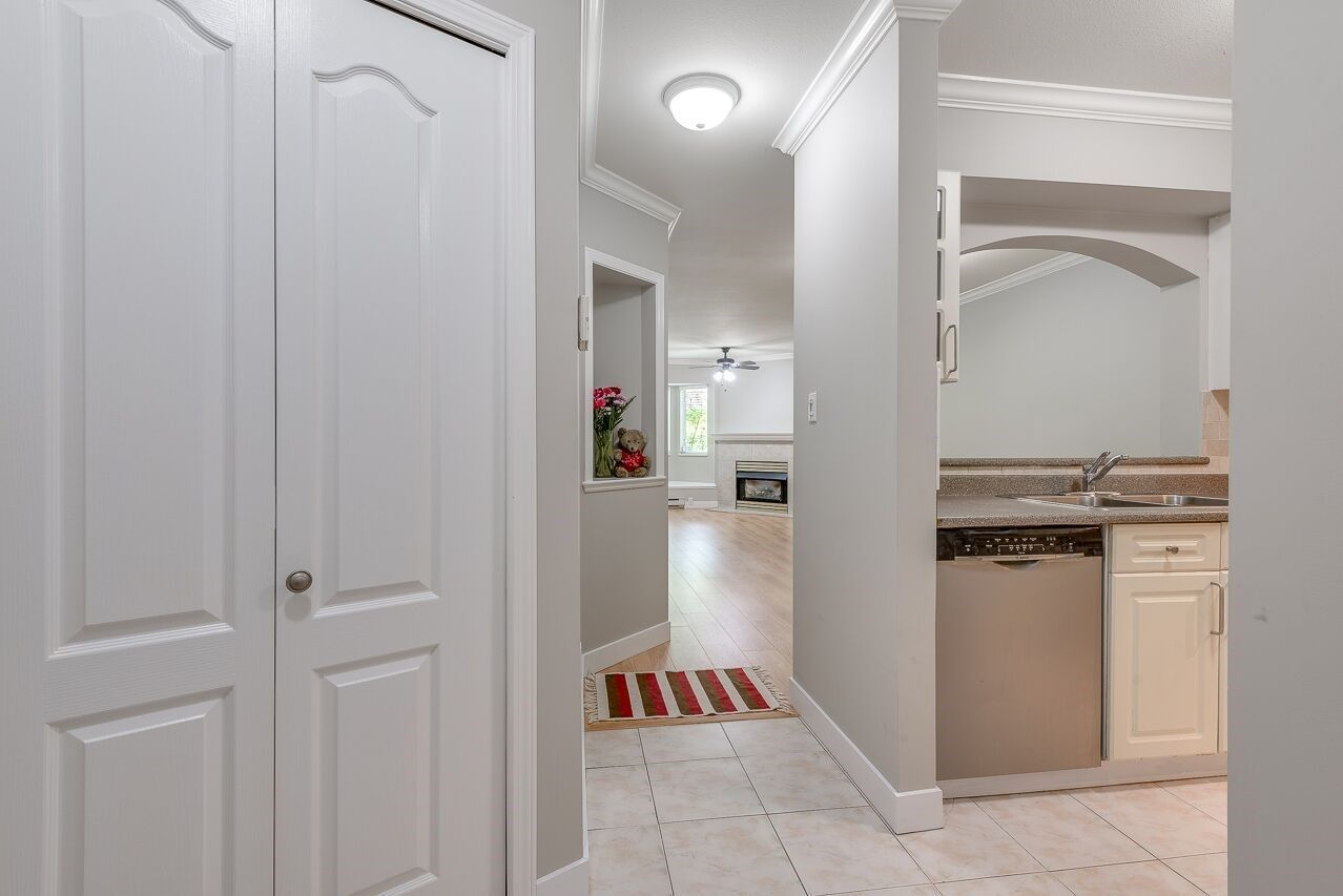 """Photo 3: Photos: 211 3738 NORFOLK Street in Burnaby: Central BN Condo for sale in """"Winchelsea"""" (Burnaby North)  : MLS®# R2276086"""