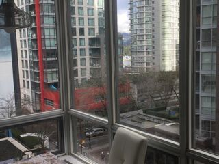 """Photo 7: 703 1166 MELVILLE Street in Vancouver: Coal Harbour Condo for sale in """"ORCA PLACE"""" (Vancouver West)  : MLS®# R2513384"""